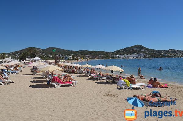 Location de matelas sur la plage de Talamaca à Ibiza