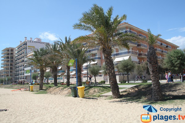 Immeubles le long de la plage de Torre Valentina - Calonge