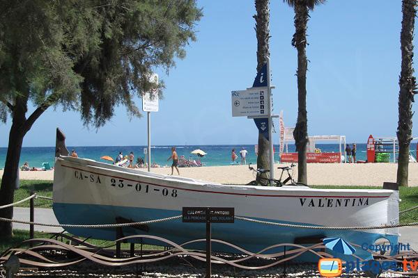 Barque de pêcheurs sur la plage de Sant Antoni de Calonge