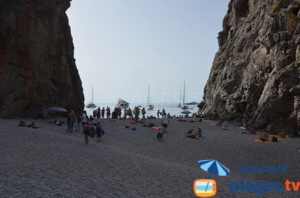 Accès à la mer depuis la plage du Torrent Pareis de Sa Calobra - ile de Majorque