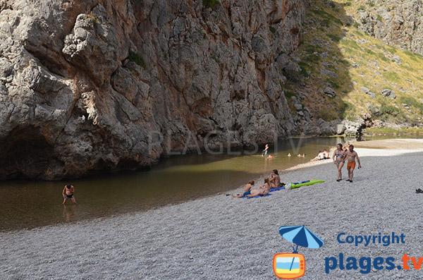 Cours d'eau sur la plage du Torrent Pareis de Sa Calobra à Majorque