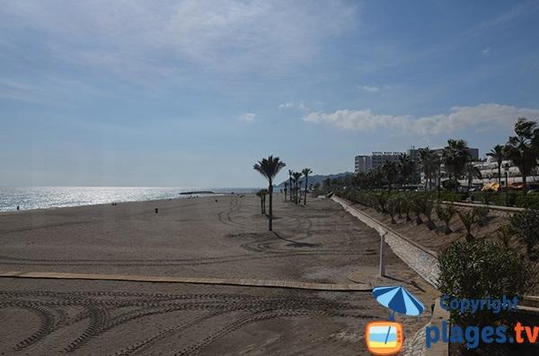 Première plage urbaine de Mojacar en venant du sud