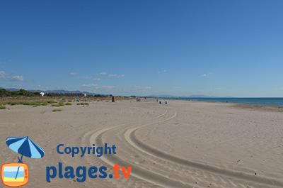 Grande plage de sable d'Almarda