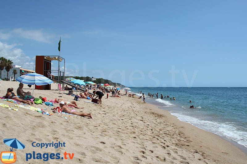 Canet de mar une cit riche de son art proximit de for Piscina canet de mar