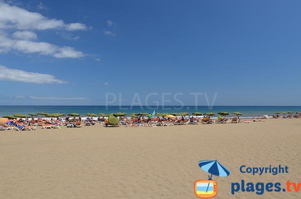 Grande plage de sable à Playa del Ingles - Gran Canaria