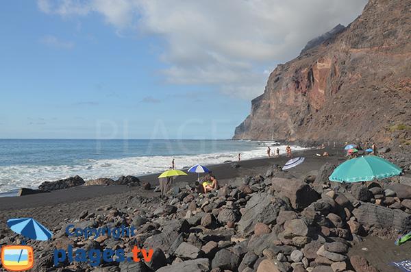 Baignade sur la plage de Valle Gran Rey à La Gomera