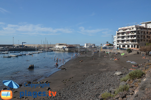 Plage de sable noir à Valle Gran Rey - Vueltas