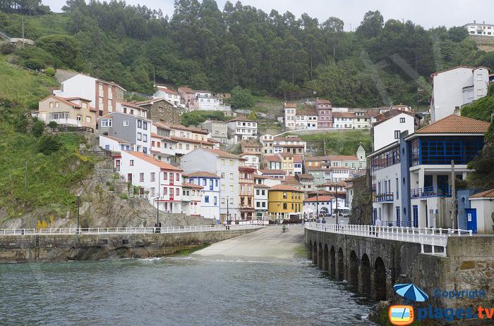 Port de Cudillero dans les Asturies en Espagne