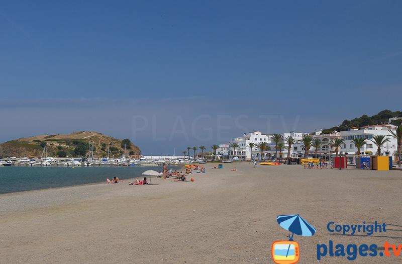 Port de Llança vue depuis la plage - Espagne