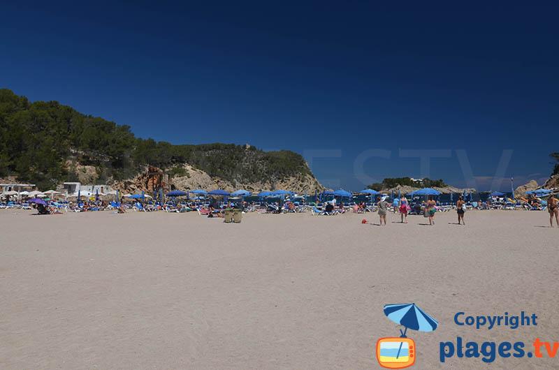 Grande plage de Port Sant Miquel à Ibiza