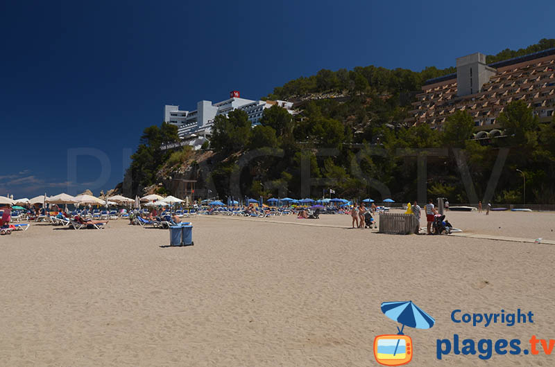 Hotels sur les falaises de Port Sant Miquel à Ibiza