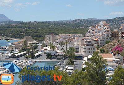 Marina de Moraira avec sa vieille ville - Espagne