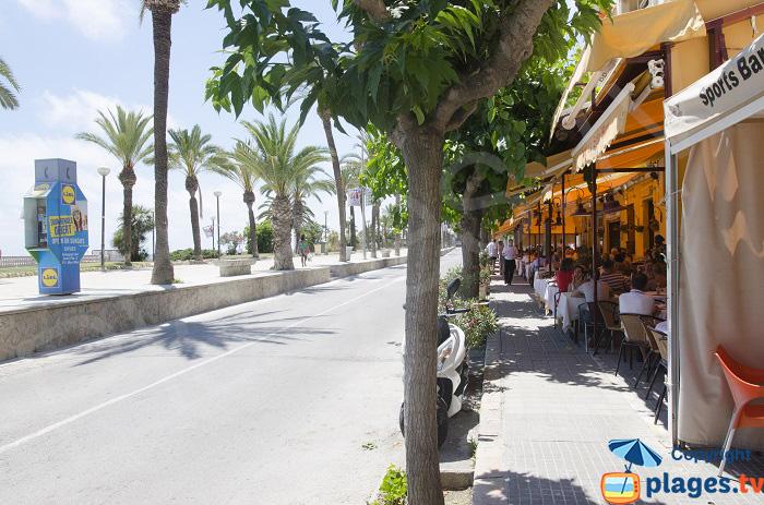 Restaurants sur le front de mer de Sitges
