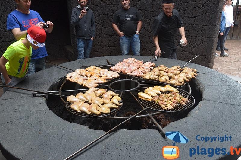 Restaurant du parc de Timanfaya - viande grillée sur chaleur volcanique