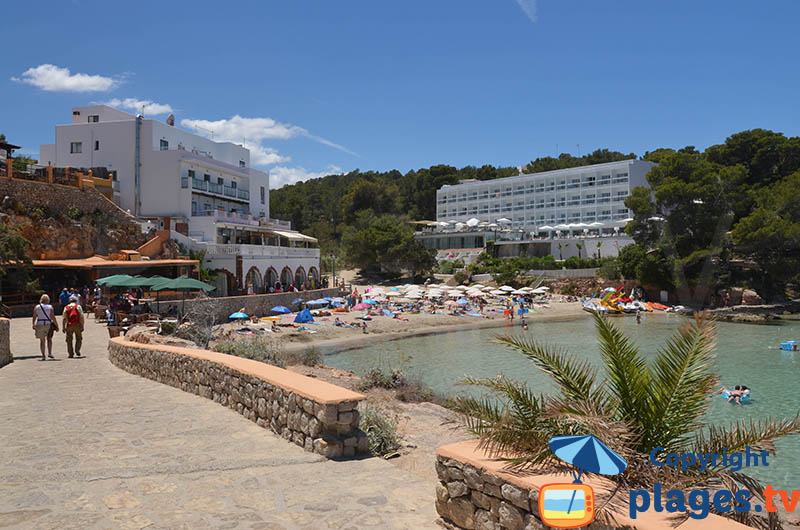 Restaurants et hôtels en bord de plage à Portinatx - Ibiza