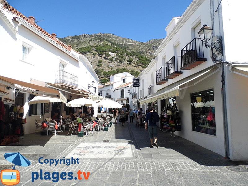 Rue commerçante de Mijas