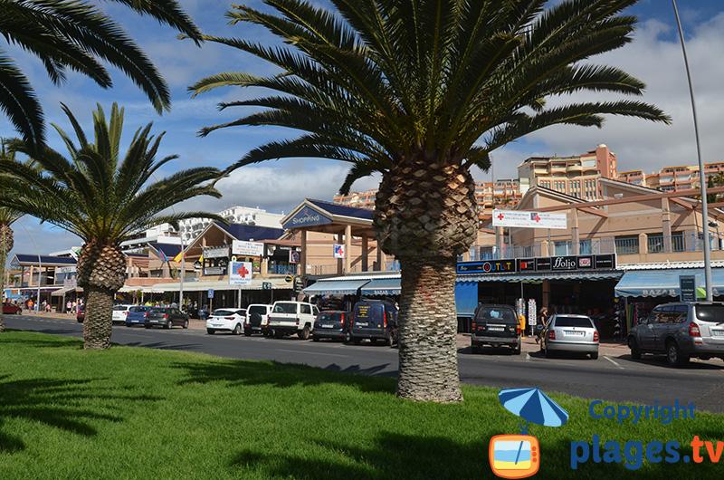 Rue commerçante en face du phare de Morro Jable - Fuerteventura - Canaries