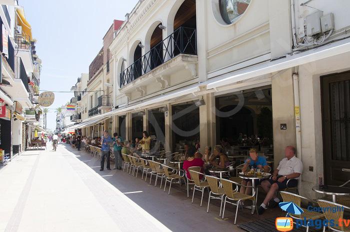 Rue animée à Sitges