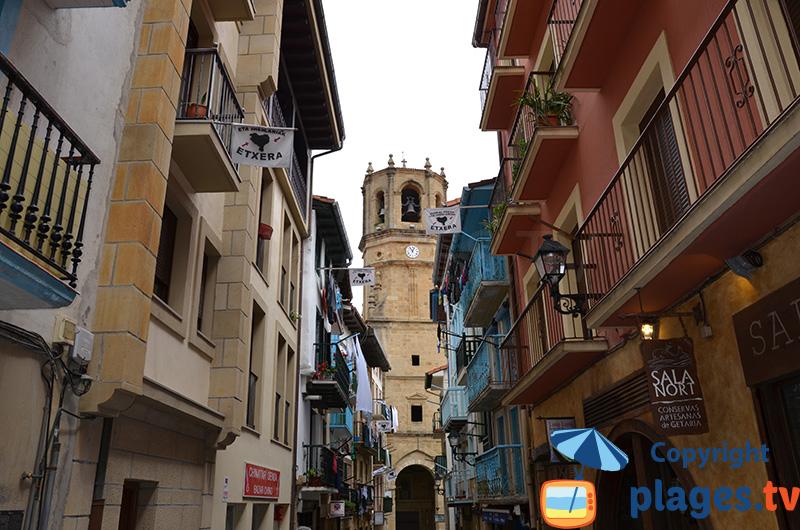 Rue commercante dans le centre de Getaria