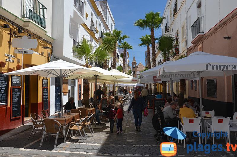 Ruelle dans la vieille ville de Cadix en Espagne