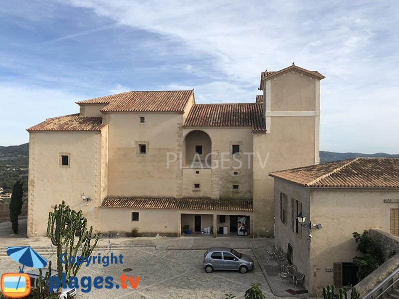 Ville haute d'Arta avec son église de Sant Salvador - Majorque