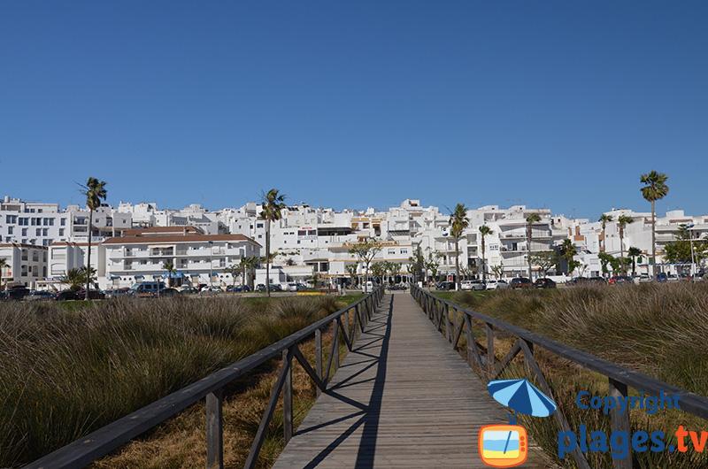 Village de Conil en Andalousie - vue depuis la plage centrale