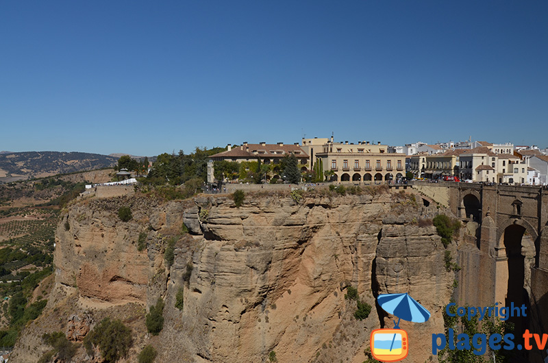 Vue sur la ville nouvelle de Ronda depuis la vieille ville - Andalousie