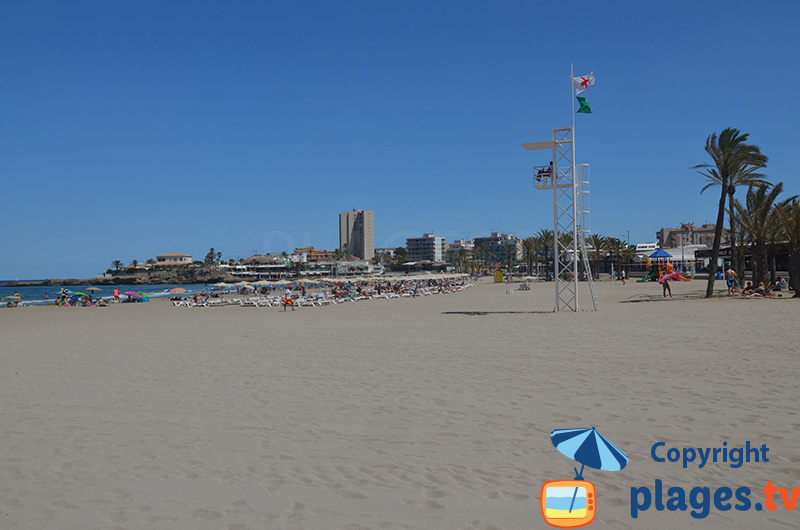 La plage de sable de Xabia en Espagne