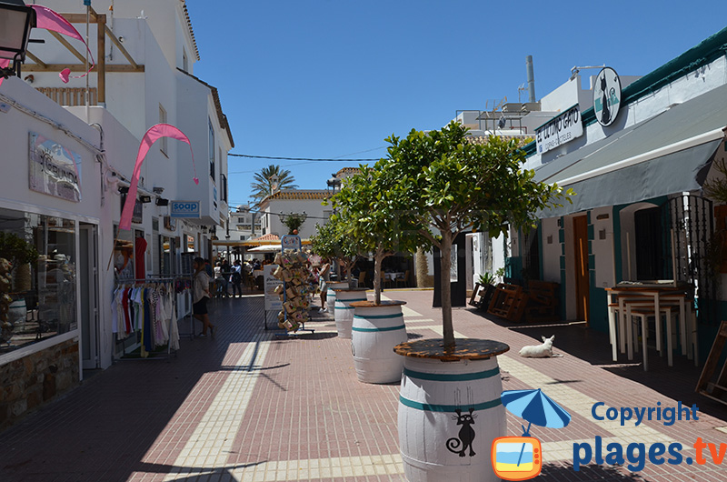 Une ruelle de Zahara à proximité du château
